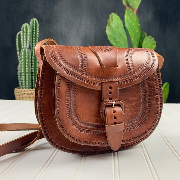 No Brand Handbags - Tooled Brown Leather Handcrafted Saddle Bag   A328